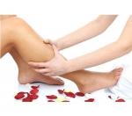 ¿Qué causa la hinchazón en pies y tobillos?