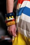 Colores vivos en los brazaletes