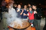 Estudiantes de español para extranjeros aprenden también a cocinar paella valenciana