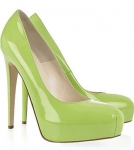 Los colores llamativos en los zapatos