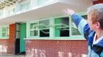 Un chico entró con un arma a la escuela y disparó a la dirección
