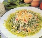 Receta de arroz con verduras, pepinos agridulces y poster de queso