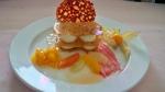 Postres de restaurante. Milhojas de especias con chocolate blanco y gel de pomelo