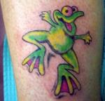 Una rana de mascota, tatuada