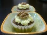 Muffins de nueces y glaseado de limón