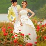 Con el vestido de novia en la cartera