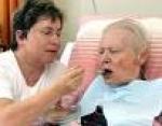 Ocho consejos para mejorar la comunicación con la persona mayor que cuida